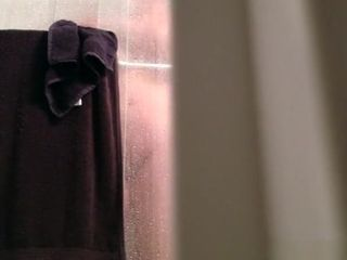 Chubby mature wife spied taking shower