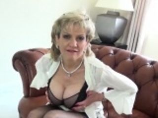 Cheating uk mature lady sonia shows off her monster breasts