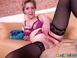 Grandmother loves wanking her puckered and worn out out vagina
