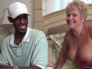 Hilarious GILF Tracy loves A meaty dark-hued spear