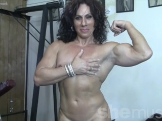 Torn dame Muscle milf bare in the Gym