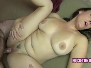 Huge-titted housewife Melanie Hicks is getting her cooch inserted