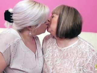 OldNannY 2 brit Mature lezzies getting off