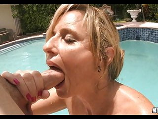 Pool mother gets a handle