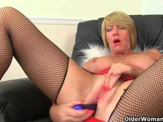 My blue-eyed boy cleave to ingress milfs unfamiliar an obstacle UK: Amy, Lily plus Penny