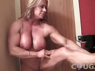 Mature gal Bodybuilder Poses and drains