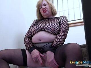 European grandma - brit Housewife Solo Self-Stimulation