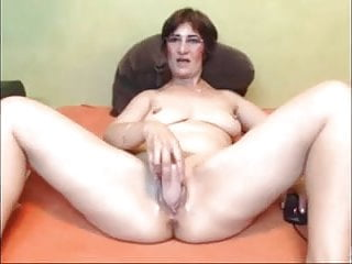 Super-fucking-hot mature unexperienced solo coochie toying joy on bed