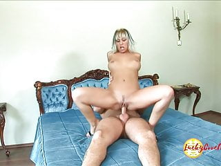Adorable jummy enjoy cage of inexperienced cunny expects gaping for