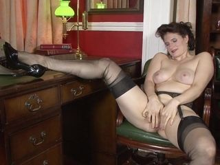 Antique dame fondles her sugary-sweet labia