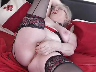Elderly British grandma at hand not roundabout hot to trot vagina
