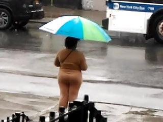 Slink shot sunburn culo waiting for the bus