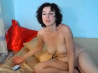 Oversexed suntanned Milf Fucks their way Pussy nigh Dildo