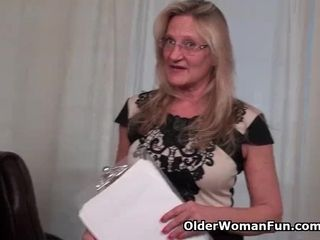Yankee cougar Mary Wana undresses off and plays at the office