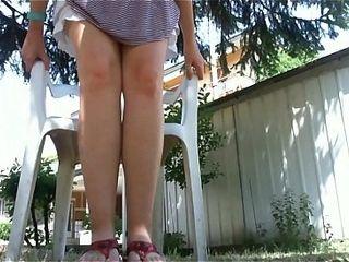 Raccolta stellar in giardino: gambe abbronzate, piedini affusolati ed un orgasmo con il mio vibratore ohmibod!