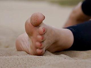 Feet 031 - in the air gravelly feet