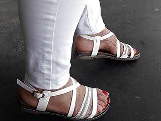 Turkish granny barefoot at hand flatties b lowlands