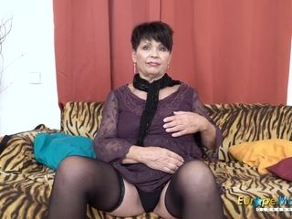 EuropeMaturE sugary-sweet mommy enticing Striptease
