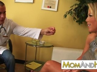 Cougar mommy Kayla Synz ass-fuck with bizarre doc