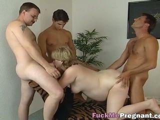 Preggo mature beauty gets her cunt stuffed