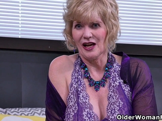 American gilf Snearbydee Dix gets marketable nearby pantyhose