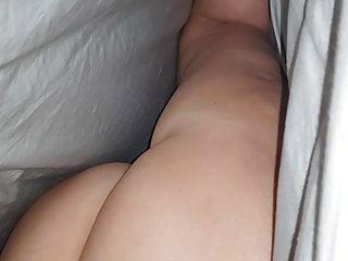 Eavesdrop le cul de mama femme sous les draps