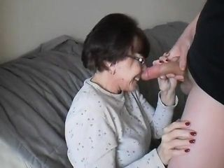 Blinding Mature superslut absorbing A youthful fuckpole